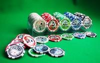 Фишки для покера с номиналом 100 штук.